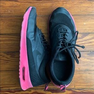 Nike roche' hot pink & blck running shoes size 7